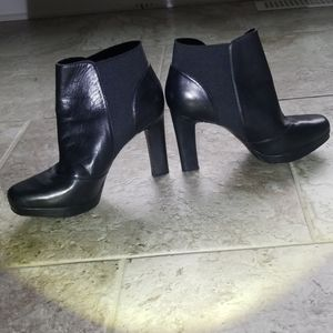 Shoe bootie gently used